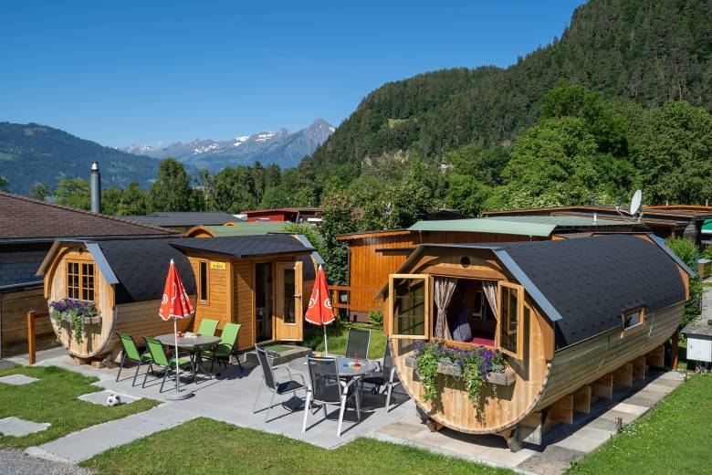 Sufficient space for the whole family in the XL-Holziglu at the Camping Lazy Rancho in Unterseen.